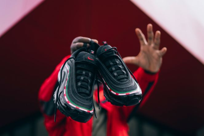 http-hypebeast.comimage201709nike-air-max-97-og-undftd-9