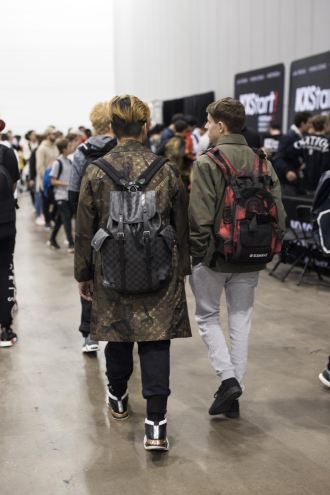 http-hypebeast.comimage201709sneaker-con-melbourne-streetsnaps-06